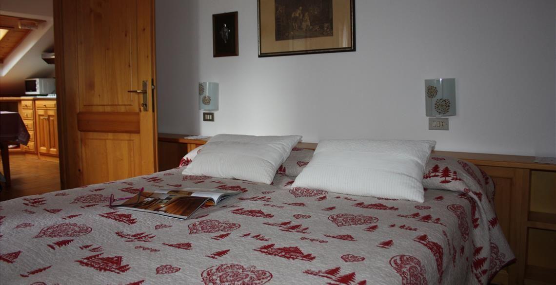 Camera matrimoniale appartamento Genziana