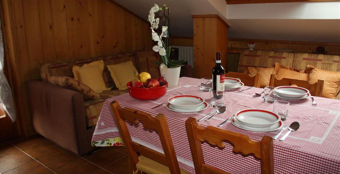 Sala da pranzo appartamento Genziana